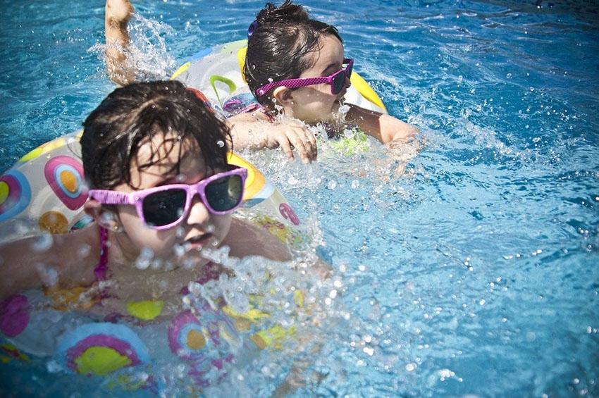 Προστασία των παιδικών ματιών από τον ήλιο.